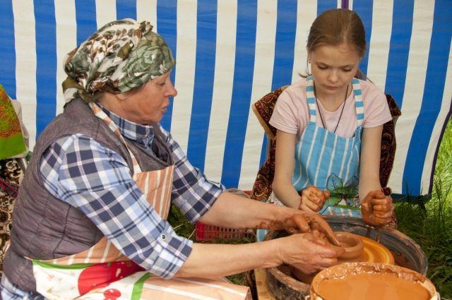 Гончарному искусству горожане могут научиться у селян.