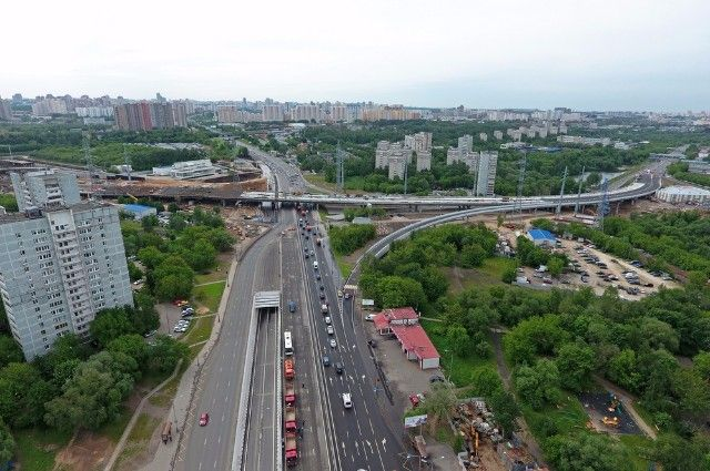 На Аминьевском шоссе построили две эстакады, два тоннеля, два моста через реку Сетунь. А всего 8 км новых дорог.