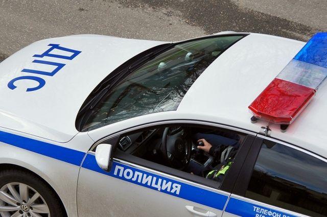 Автоинспекторы стрельбой поколесам остановили нетрезвого водителя