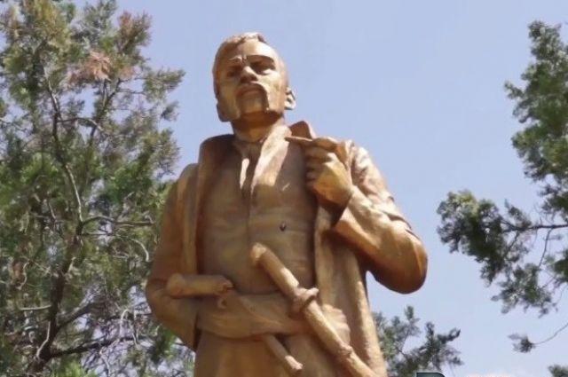 ВЗапорожской области Ленин превратился вПилипа Орлика