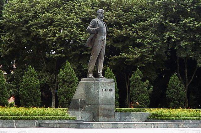 Парк имени Ленина в Ханое.