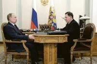 Бюджет Курской области имеет социальную направленность. На фото: Владимир Путин и Александр Михайлов.