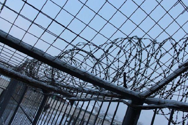 Ежедневно находиться за решеткой приходится не только тем, кто отбывает тюремный срок.
