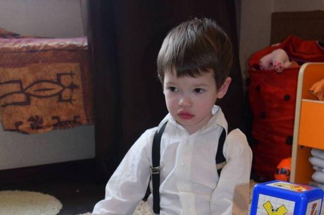 Приставы непустили красноярку сбольным сыном  наобследование вИндию