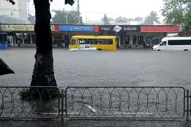 ВКрыму объявили штормовое предупреждение: ожидаются ливни игрозы