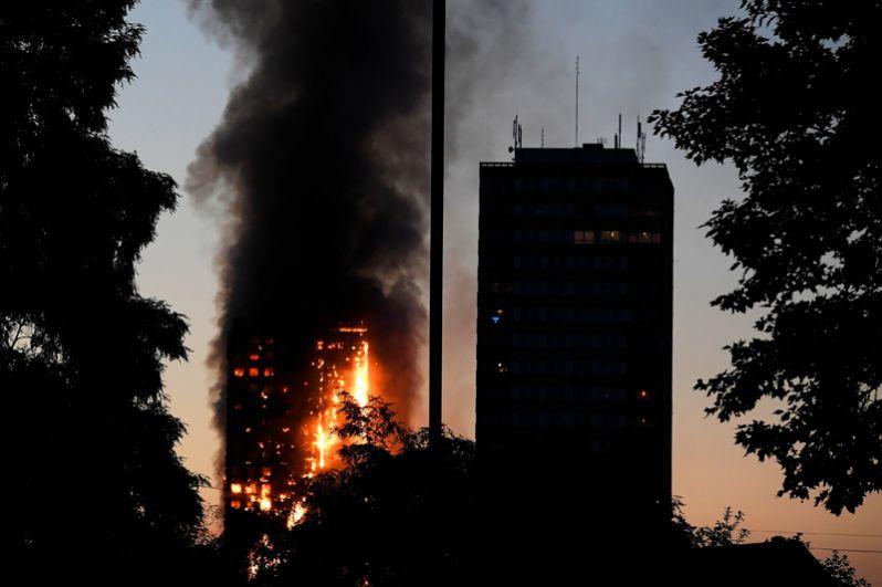 Как сообщает Скотленд-ярд, пожар в высотном жилом здании в западной части британской столицы начался в 01.16 по местному времени (03.16 мск).