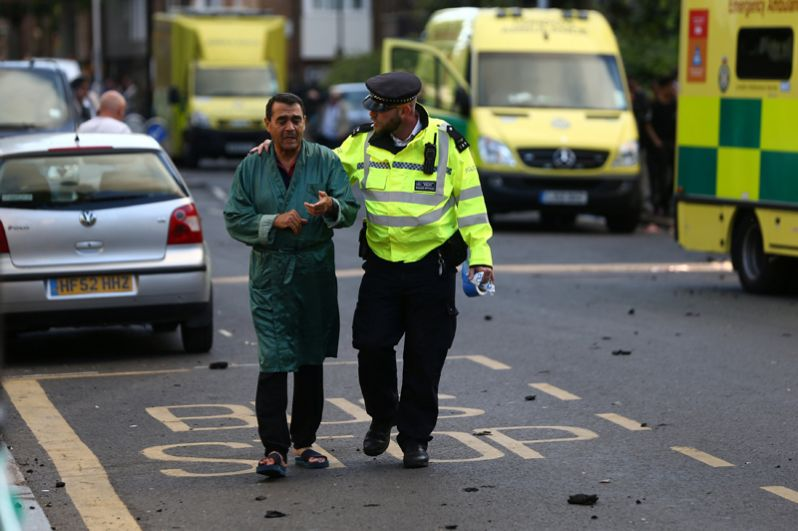Жильцы эвакуированы из здания. По предварительной информации, пострадали двое, они отравились угарным газом.
