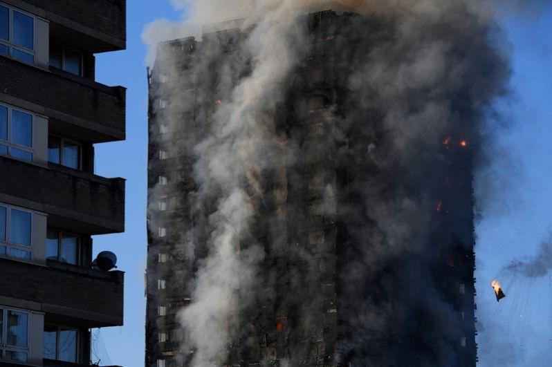 Пожар в многоэтажном доме в Лондоне.