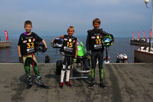 От юниорских заездов по морским волнам дети быстро вырастают в чемпионов.