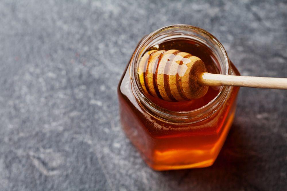Мед. Способствует усвоению железа.