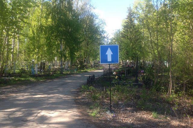 В Тюмени на Верхнеборском кладбище строят проезды
