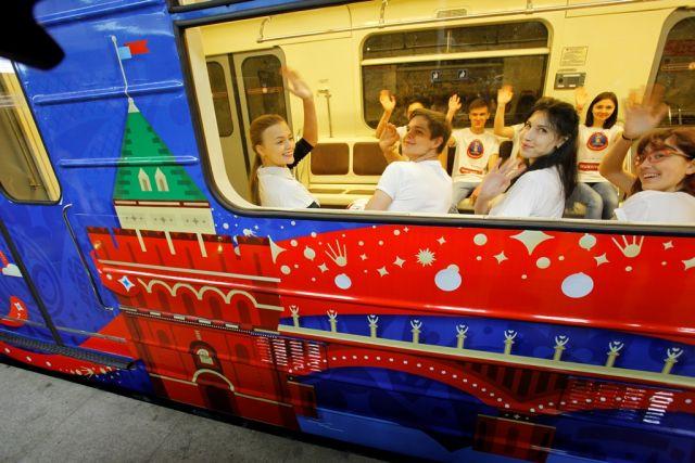 Поезд ссимволикойЧМ появился внижегородском метро