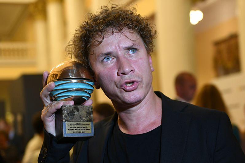 Актёр Александр Яценко, получивший приз «За лучшую мужскую роль» за фильм «Аритмия».