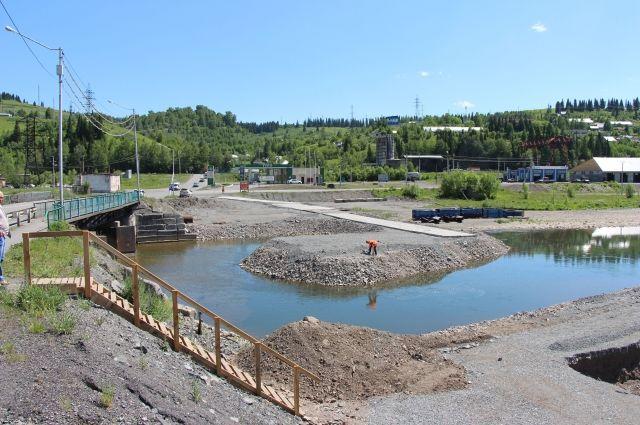 В Таштаголе реконструируют дорогу и построят мост через Кондому.