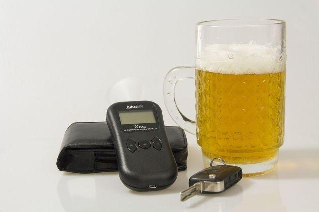 Тюменские автомобилисты задержали пьяного водителя