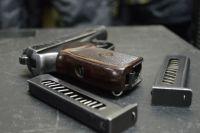 У участников банды во время обыска нашли оружие.
