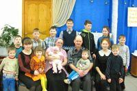 Андрей и Оксана Богомоловы женаты 26 лет. За эти годы в семье родились 14 детей.