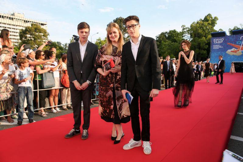 Актриса Анна Михалкова с сыновьями.