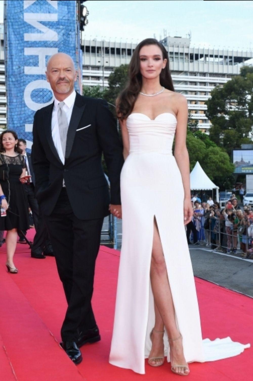 Федор Бондарчук и изящная Паулина Андреева, сыгравшая сразу две роли в комедии «Мифы».