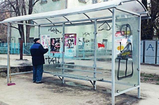 Остановки вымирают, омичи научились планировать выход к автобусу по данным смартфона.