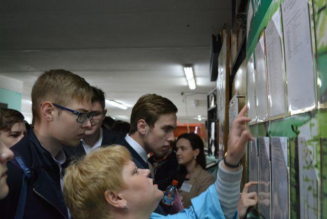 В Омской области традиционно каждый год есть ученики, которые пишут экзамены на 100 баллов.