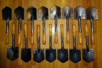 Петербуржец собрал коллекцию армейских лопат.