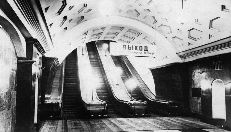Эскалатор на станции метро «Красные ворота».