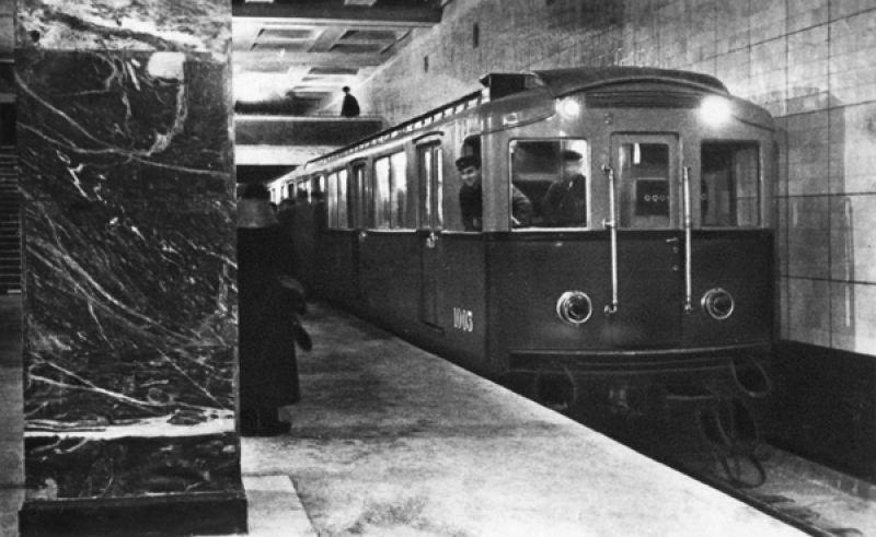 Поезд типа А на станции «Сокольники».