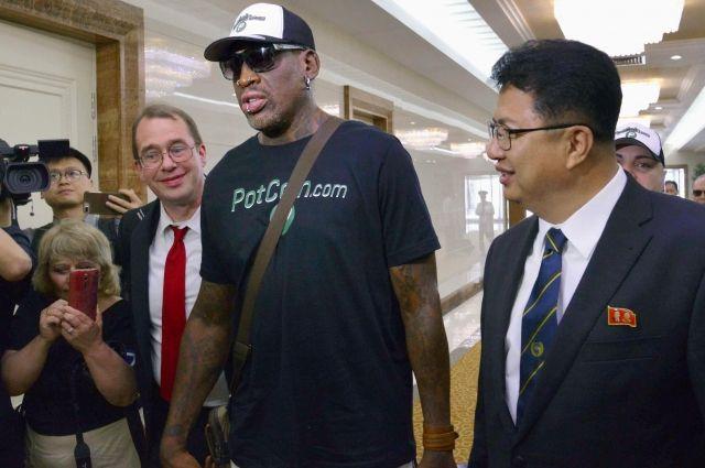 Известный американский баскетболист Деннис Родман вернулся из 5-той поездки вКНДР