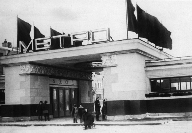 Станция метро «Сокольники».
