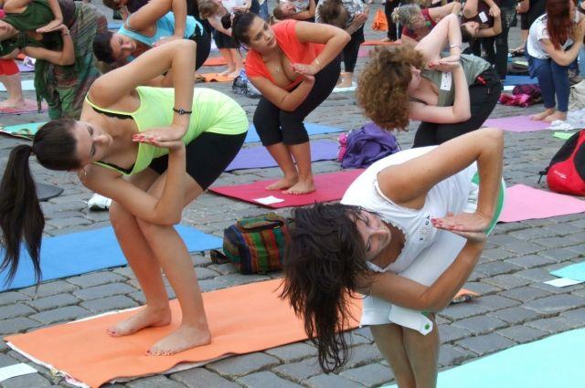На площади Сахарова состоится празднование Международного дня йоги.