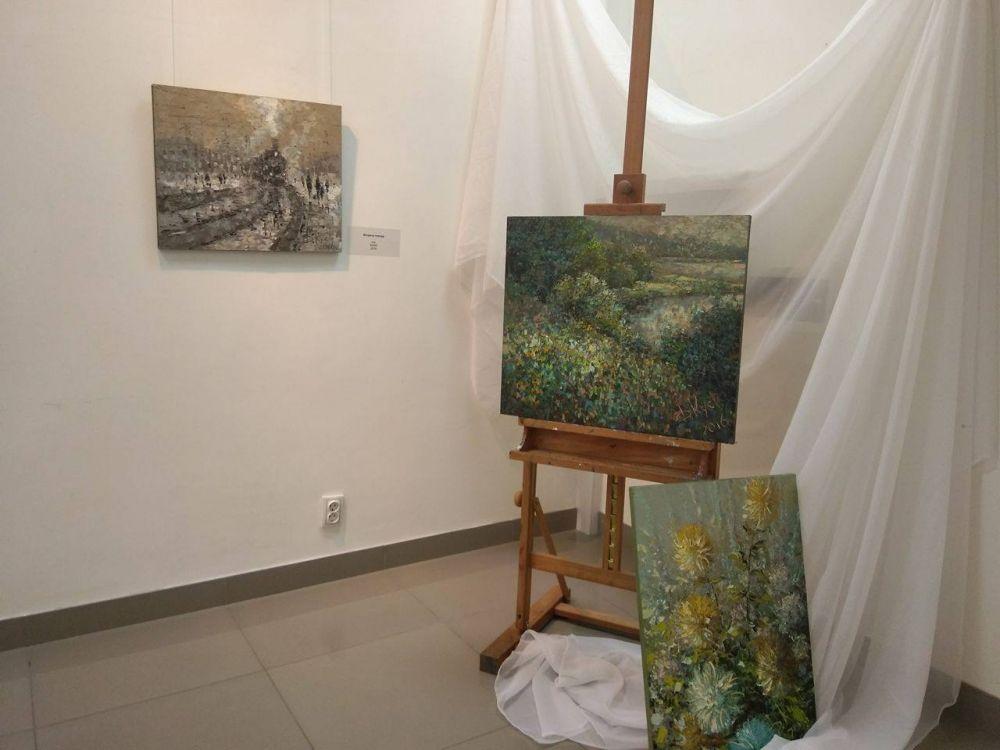 Дмитрий Кустанович провел более 100 выставок, картины художника находятся во многих российских и зарубежных галереях и частных собраниях.