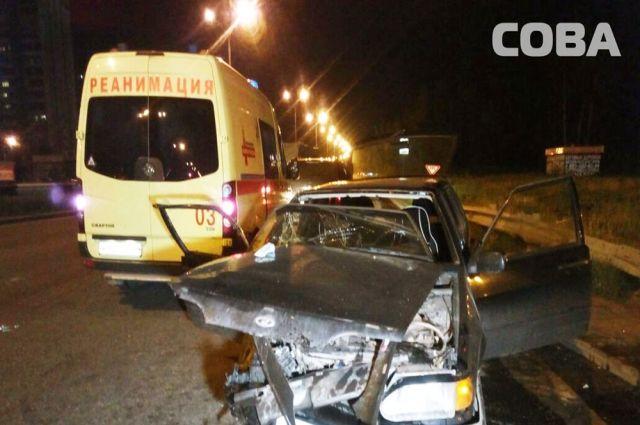 Один человек умер идвое пострадали вжутком ДТП вЕкатеринбурге