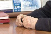 Двух женщин подозревают в краже в обмане пенсионерки, и присвоении её 76 тысяч рублей.
