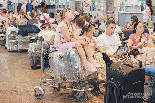 Компания обязана обеспечить хранение багажа задержавшегося рейса.