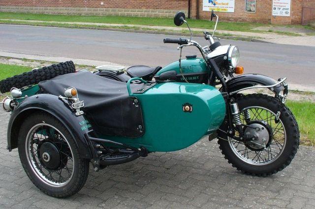 Мотоцикл «Урал» с коляской.