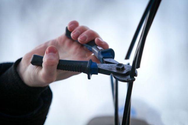 В Новом Уренгое мужчина срезал кабеля и сдавал его в пункты приёма металла