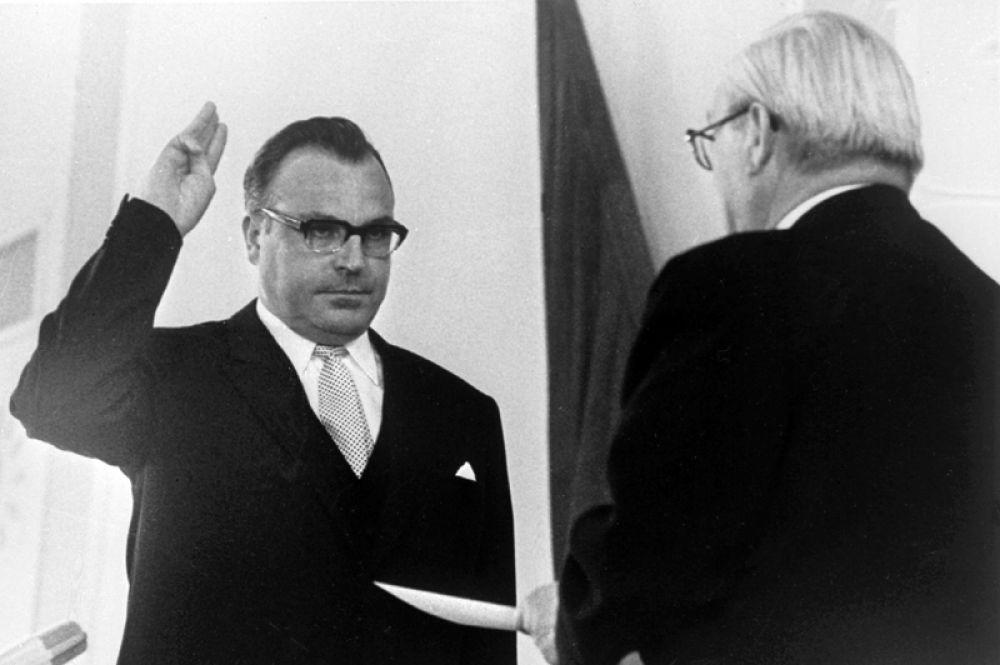 1969 год. Гельмут Коль принимает присягу в качестве премьер-министра земли Рейнланд-Пфальц.