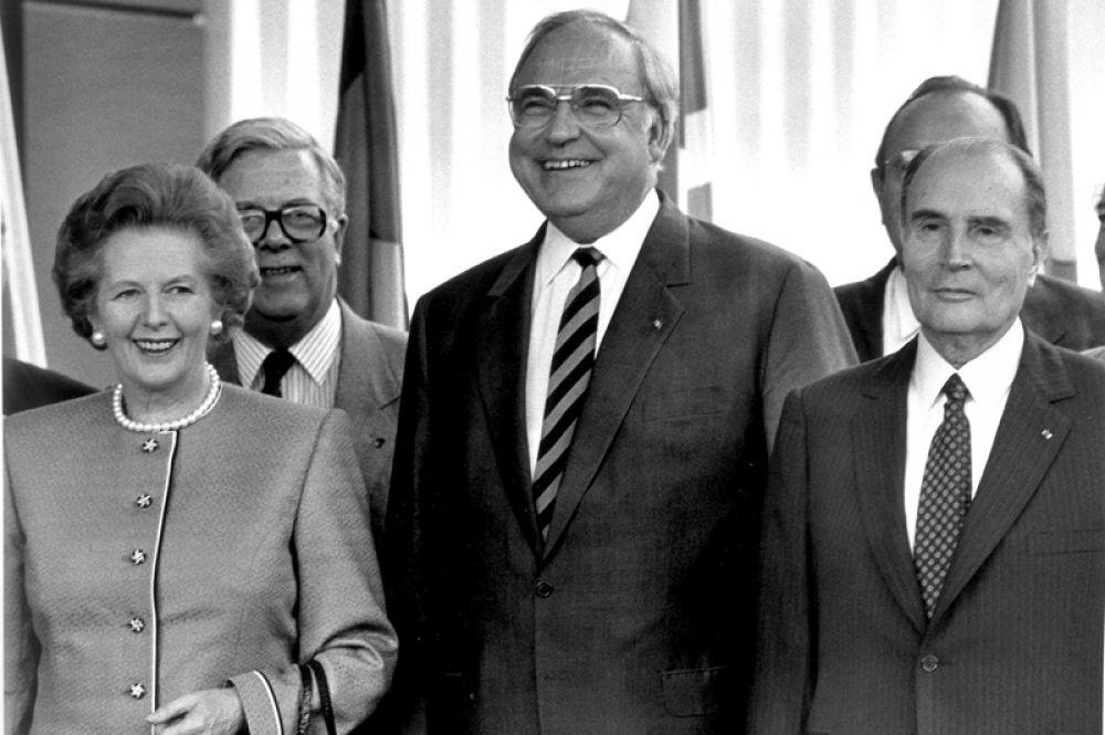 27 июня 1988 года. Канцлер Германии Гельмут Коль, премьер-министр Великобритании Маргарет Тэтчер (слева), министр иностранных дел Великобритании Джеффри Хау (слева сзади) и президент Франции Франсуа Миттеран (справа) во время саммита ЕС в Ганновере.