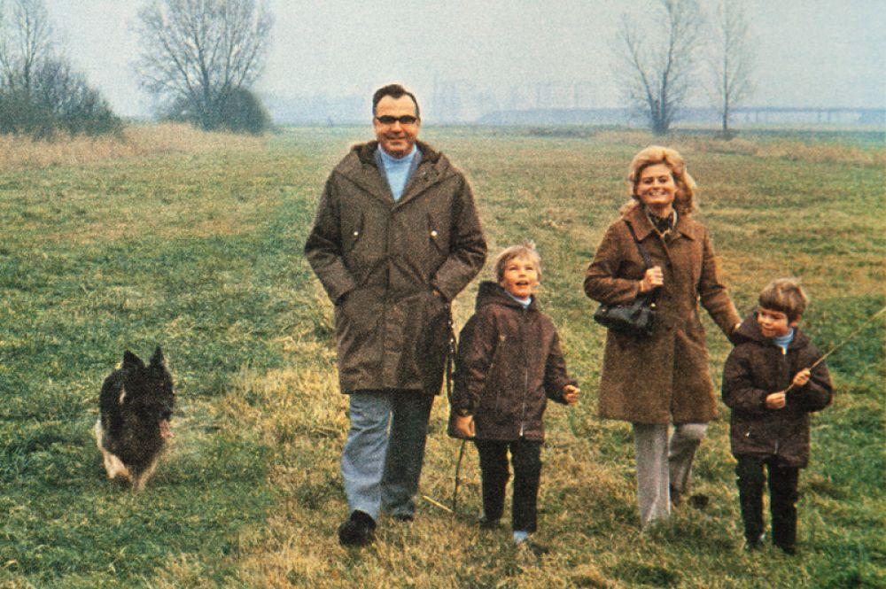 1970 год. Гельмут Коль с женой Ханнелорой и детьми, 7-летним Вальтером и 5-летним Петром.