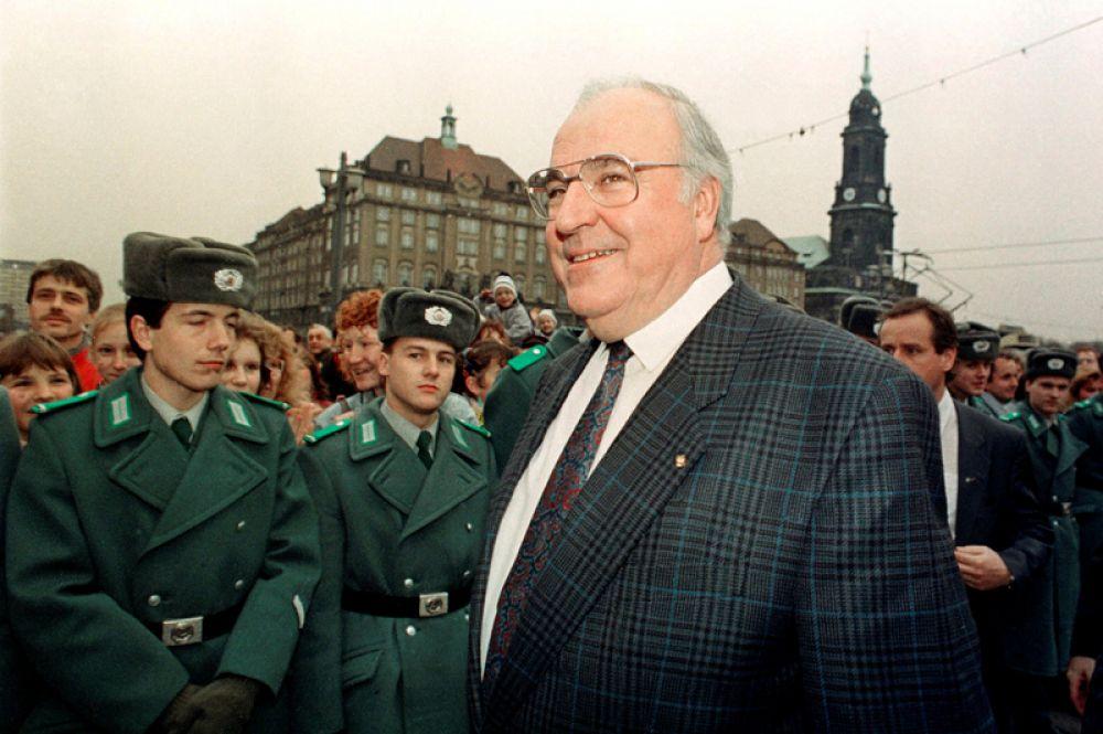 18 декабря 1989 года. Канцлер Германии Гельмут Коль во время визита в Дрезден.