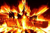 В Тюмени загорелись частный дом и гараж - причины возгорания неизвестны