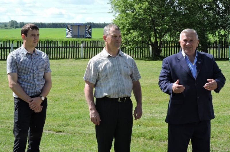 Юрий Грошев, Владимир Вальцев и Анатолий Рушкин приветствуют участников сдачи  ГТО.