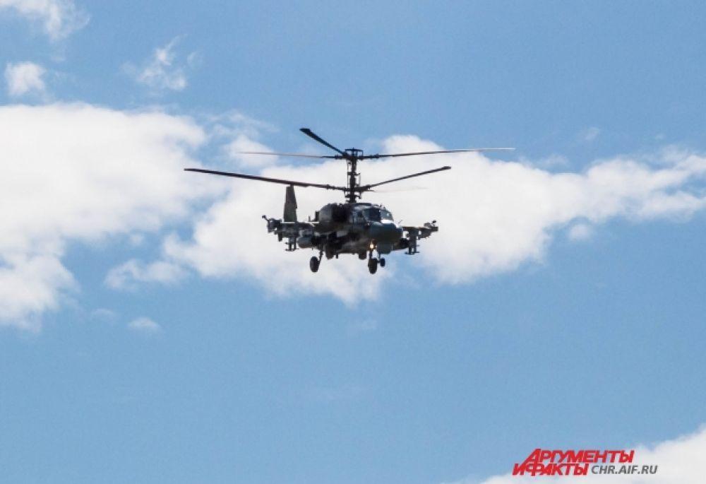 Вертолет К-52 «Аллигатор» выполняет элементы высшего пилотажа не хуже маленьких истребителей