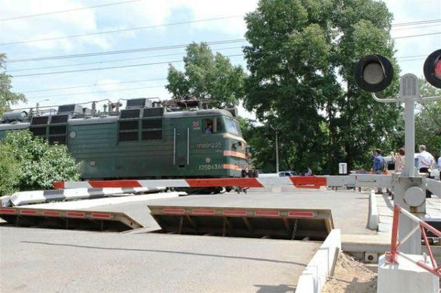Машинист поезда применил экстренное торможение, однако трагедии избежать не удалось.