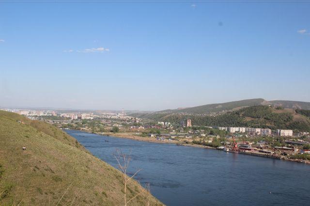 Красноярец упал со100-метрового обрыва вСтудгородке