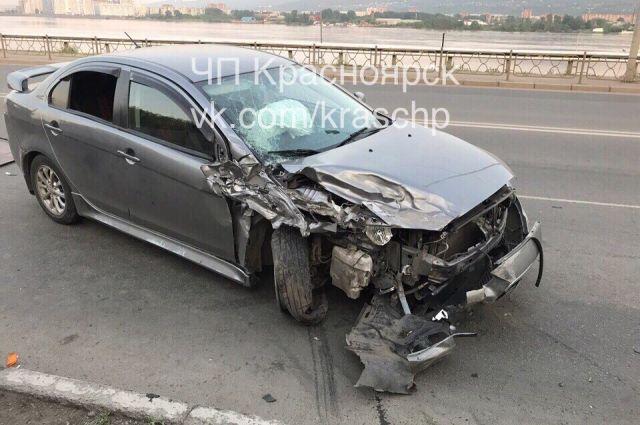 61-летний водитель и его 31-летний сын получили травмы и были госпитализированы.