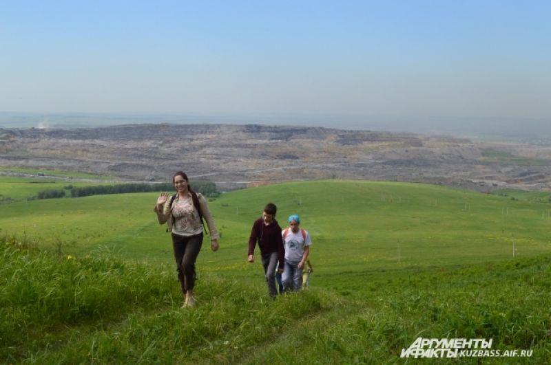 Когда-то на месте Караканского района было древнее море, а на его дне располагался вулкан – на хребте много базальта, хрупкого камня, похожего на щебень, вулканического происхождения.