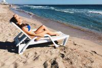 В настоящее время водолазы очищают дно Иртыша на акватории пляжей от мусора.