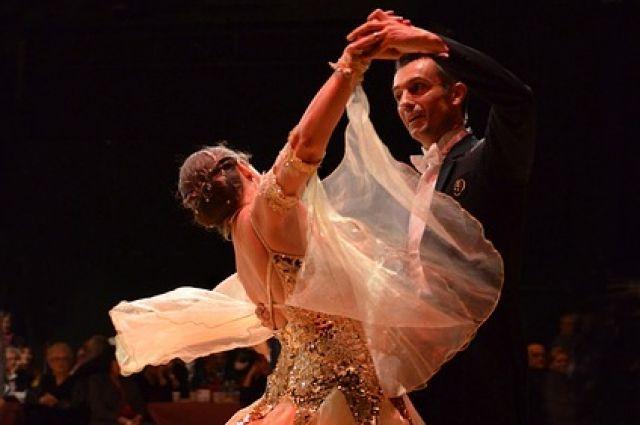 В рамках танцевального праздника совершите свои первые шаги в вальсе.